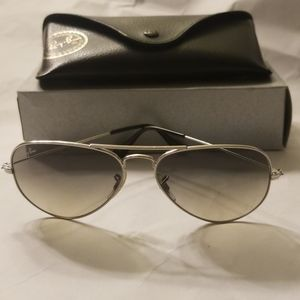 AUTH RAY BAN AVIATOR BLACK SILVER FRAME SUNGLASSES